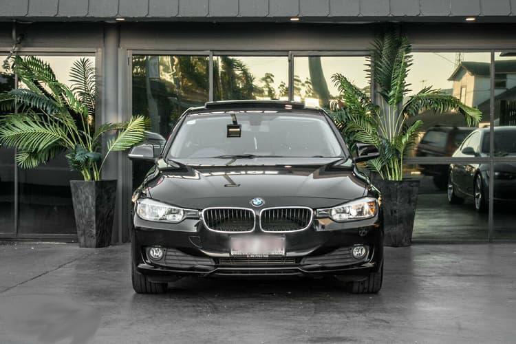 BMW i  black